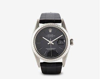 Holt Renfrew image d'un LA CALIFORNIENNE. Montre Oyster Perpetual Datejust de Rolex à bracelet en cuir. 10 625 $. MAGASINER MAINTENANT