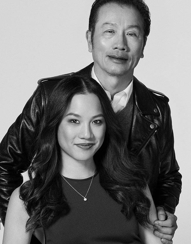 Holt Renfrew image d'un Jess Lau, coordonnatrice, Marchandisage visuel national, et son père