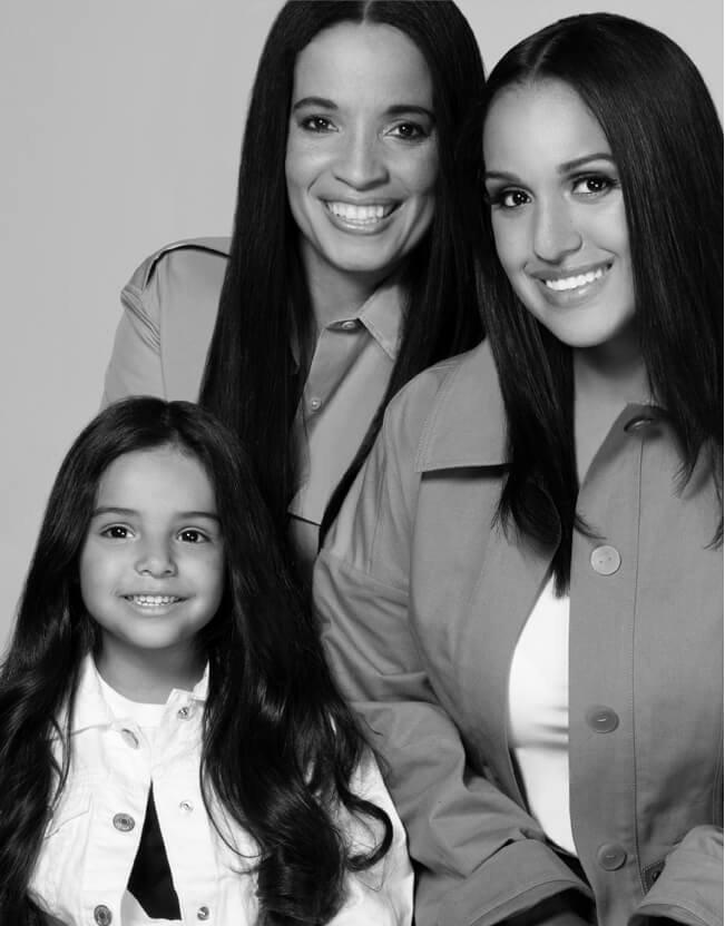 Holt Renfrew image d'un Ericka Scapillato, adjointe de direction, sa fille et sa petite-fille
