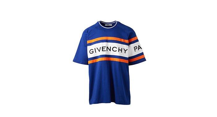 Holt Renfrew image of GIVENCHY Tee-shirt à logo surdimensionné. 1 030 $.