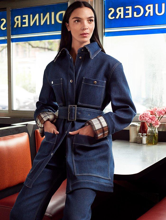 Holt Renfrew Image of ACNE STUDIOS veste à poches. 1 050 $. Pantalon. 630 $. Une mise en denim bleu à tartan marron.