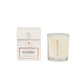 Holt Renfrew image d'un WOODLOT. Bougie naturellement parfumée Recharge. 39 $. MAGASINER WOODLOT