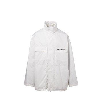 Holt Renfrew image d'un  BALENCIAGA Blouson d'entraînement en nylon à logo. 1 440 $. EN MAGASIN