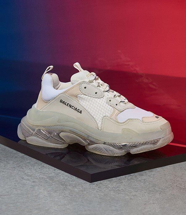 Holt Renfrew Image de Balenciaga. Balenciaga présente ses sneakers Triple S Air pour hommes. MAGASINER MAINTENANT
