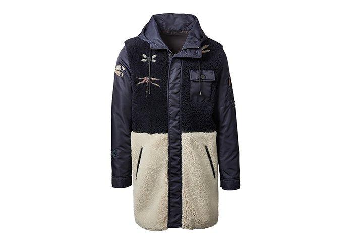 Holt Renfrew image d'un  VALENTINO manteau Dragonflies en rason. 7 390 $. EN MAGASIN