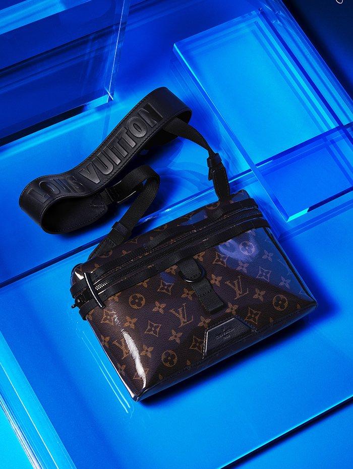 Holt Renfrew Image of LOUIS VUITTON Messenger PM bag monogram glaze. $2940.