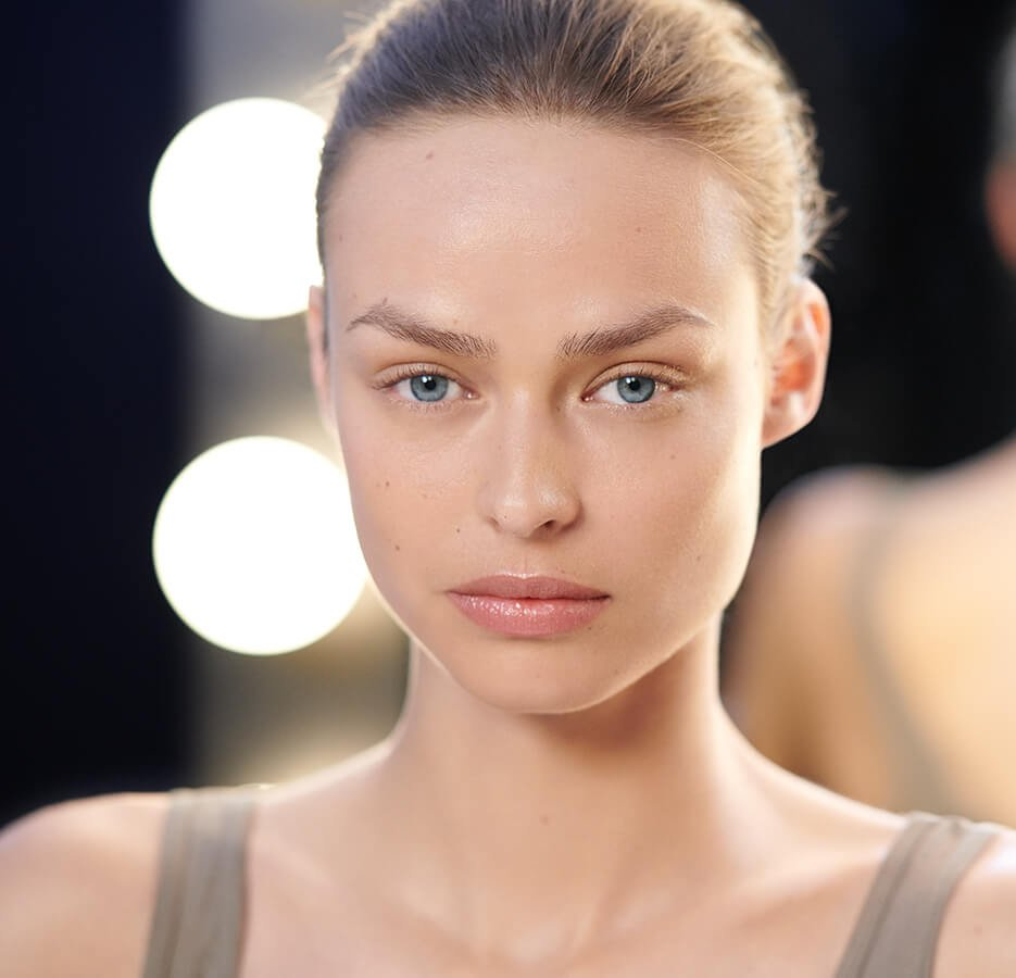 Holt Renfrew image of The top highlighters for an effortless sunlit glow. SHOP HIGHLIGHTERS