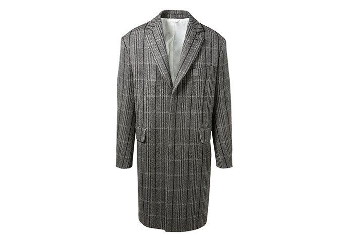 Holt Renfrew image d'un CALVIN KLEIN 205W39NYC manteau surdimensionné en écossais. 3 550 $. EN MAGASIN