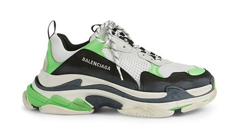 Holt Renfrew image d'un BALENCIAGA Sneakers Triple S. 1 300 $. MAGASINER MAINTENANT