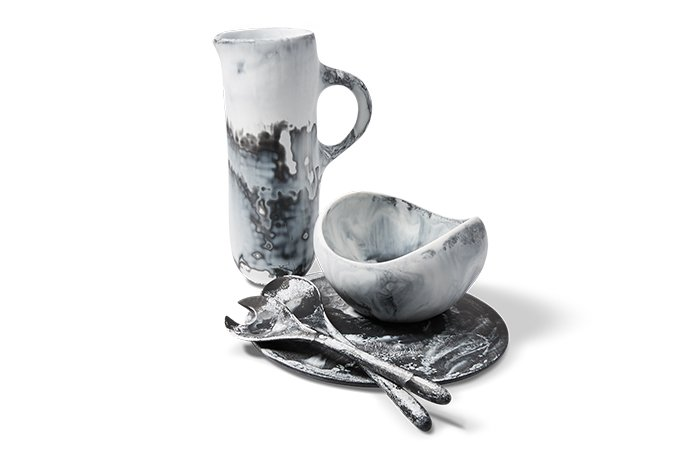 Holt Renfrew image de DINOSAUR DESIGNS Tall Stone jug. $310. Large Beetle bowl. $335. Boulder platter. $190. Long Dew servers. $150.