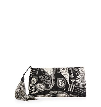 Holt Renfrew image of DRIES VAN NOTEN pochette brodée à pampille. 1 490 $.