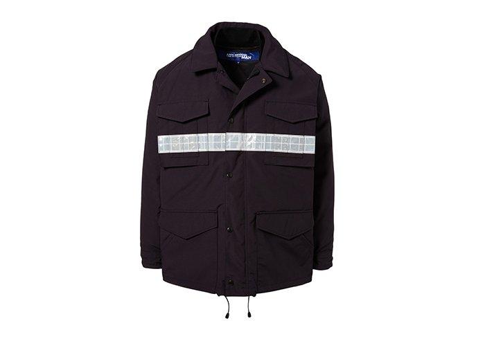 Holt Renfrew image d'un COMME DES GARÇONS JUNYA WATANABE veste à bourre de duvet Junya Watanabe x Canada Goose décorée d'une rayure réfléchissante. 2 315 $. EN MAGASIN