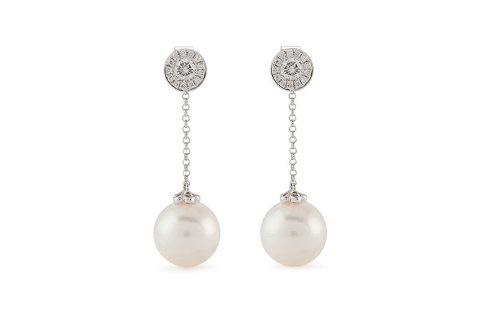 Holt Renfrew image de YOKO LONDON. 18K White Gold Disc Drop Earrings With Pearls And Diamonds. $2375.