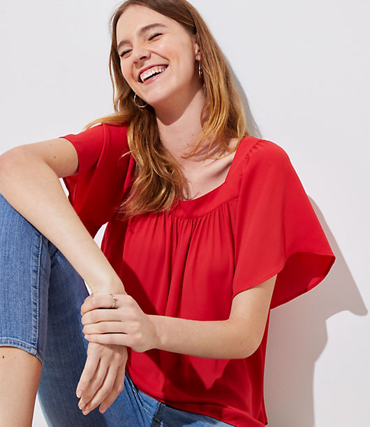 Designed with a modern square neck, this flowy top knows how to steal the show. Square neck. Short sleeves. Shirttail hem.