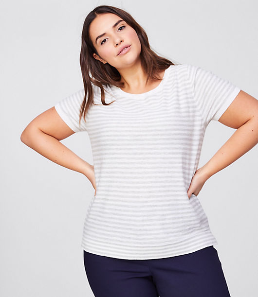 Sign us up for the irresistibly modern texture of this have-to-have cotton sweater - the perfect finish to a polished-yet-relaxed essential. Round neck. Short sleeves. Side slits.