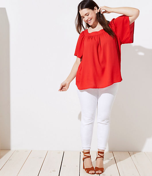 Engineered with stretch-effect fabric for maximum comfort and movement - and designed with a modern square neck - this flowy top knows how to steal the show. Square neck. Short sleeves. Shirttail hem.