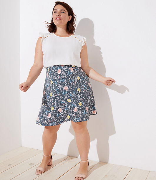 Styled with darts at the back waist for a super flattering fit! In pretty floral vines, this forever versatile skirt is one to flip for.