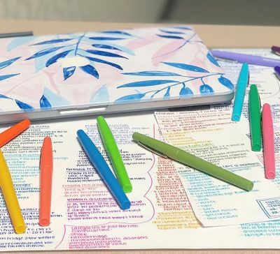 color-coded-notes-near-a-laptop-with-papermate-flair-pens.jpg
