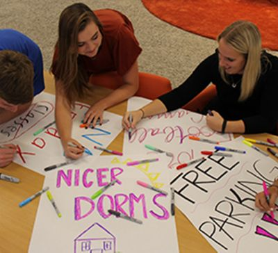 stand-out-students-making-signs-with-sharpie.jpg