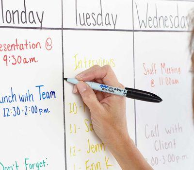 writing-schedule-on-whiteboard-in-expo-vis-a-vis_bp3p.jpg