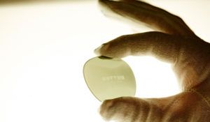 oliver-peoples-glass-lens