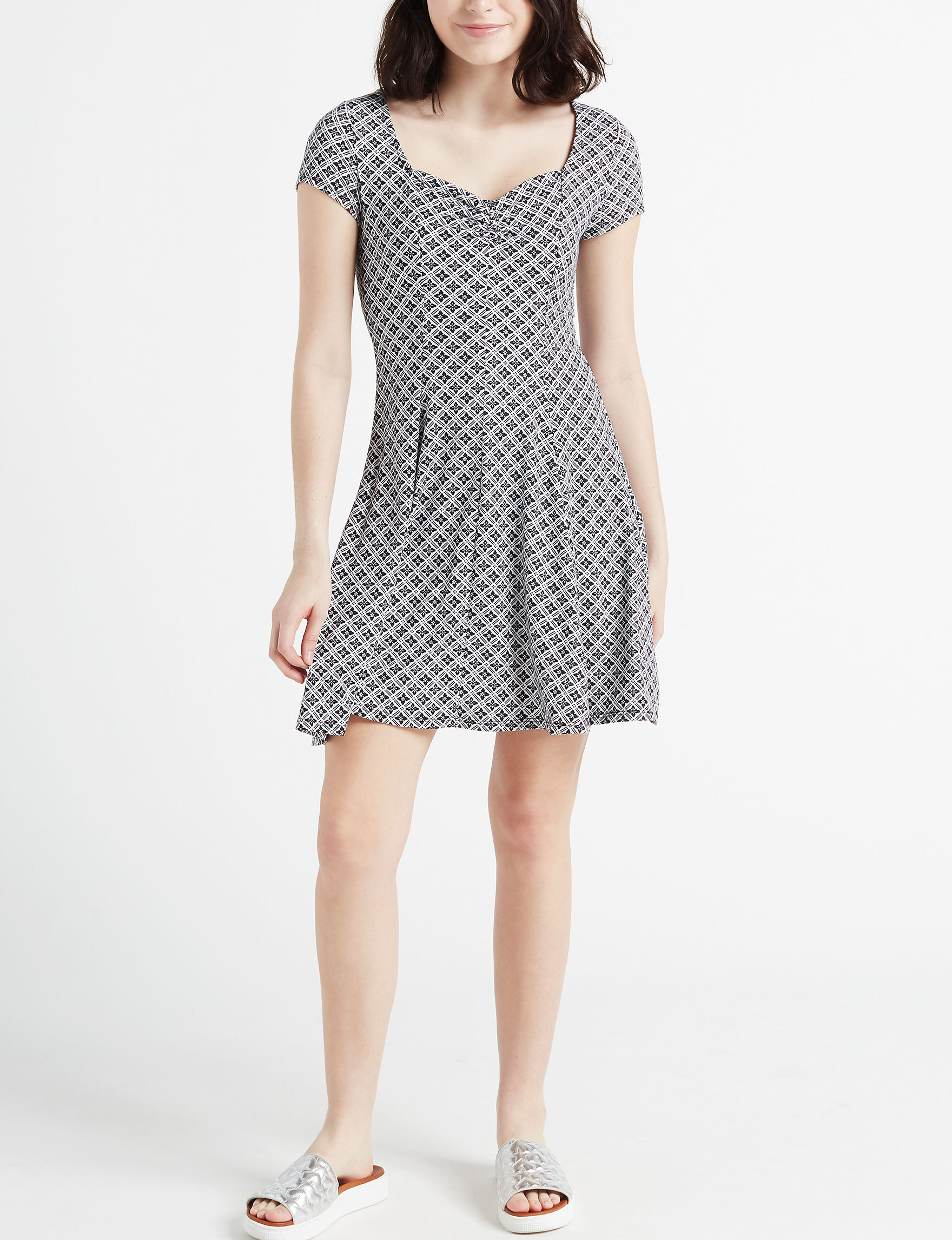 BeBop Black / White Everyday & Casual Shift Dresses