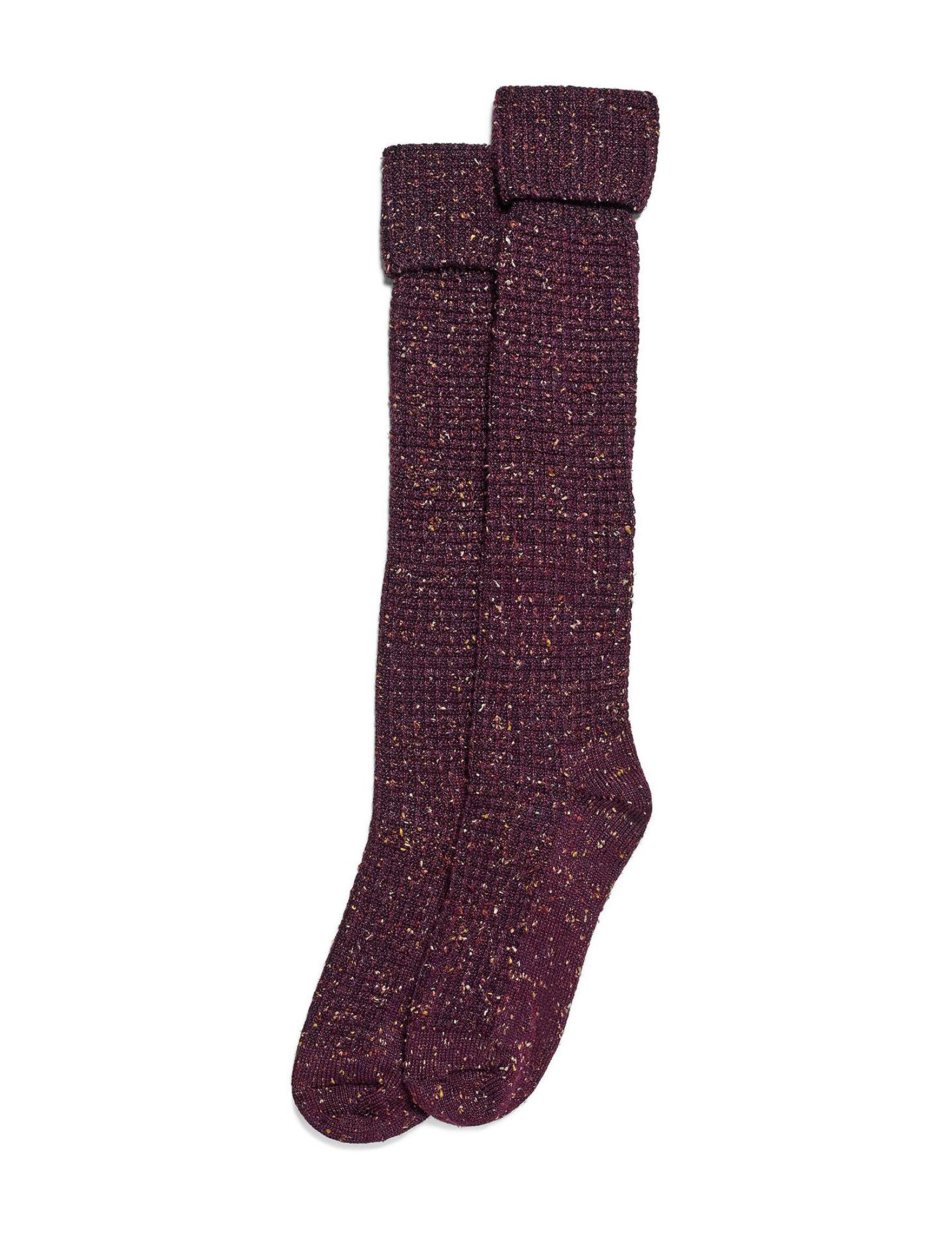 Hue Burgundy Socks