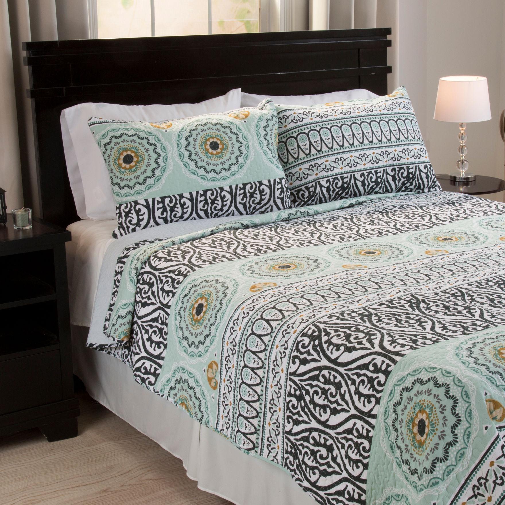 Lavish Home Black/ White/ Seafoam Quilts & Quilt Sets