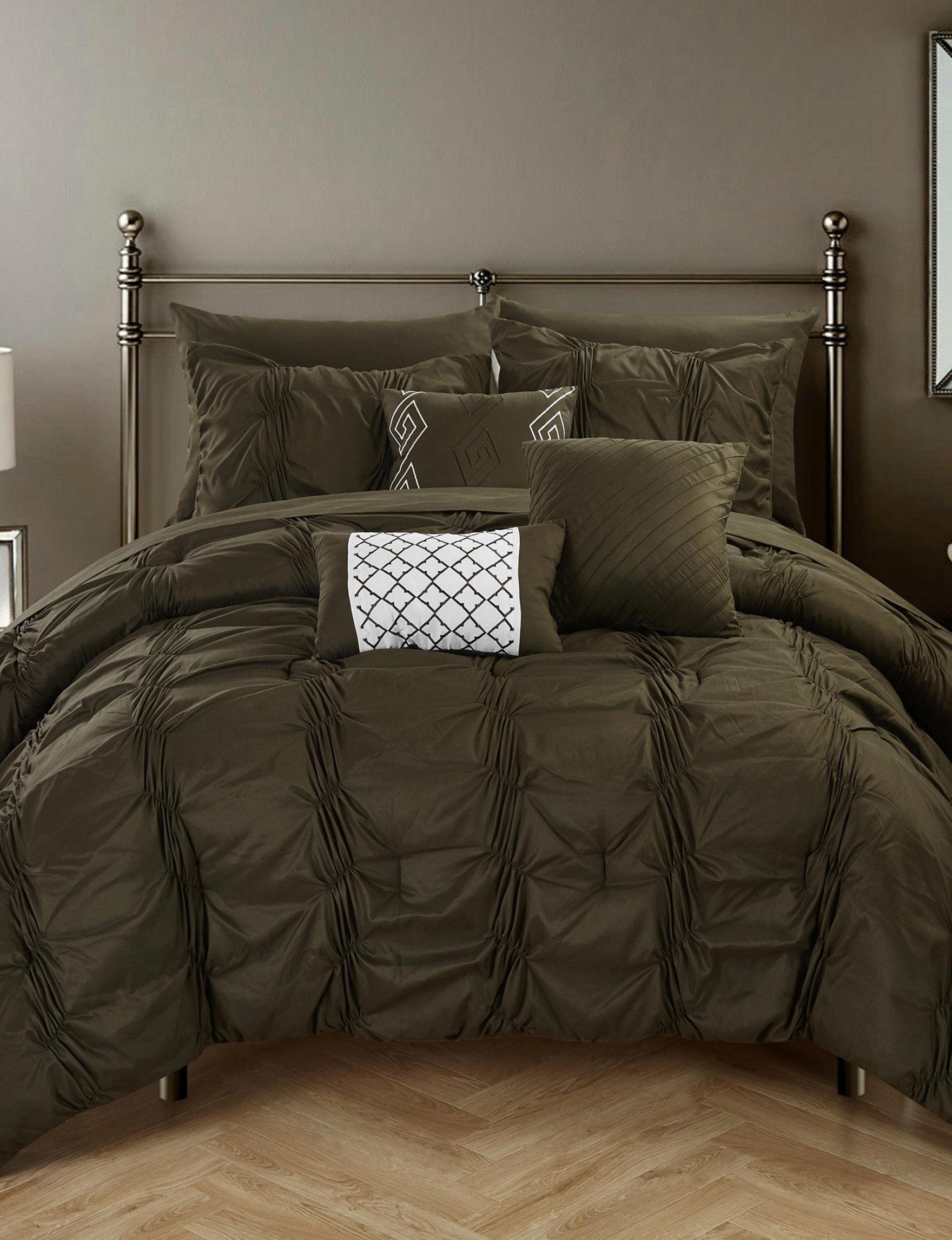 Chic Home Design 10 Pc Voni Pinch Pleated Bib Comforter Set Stage