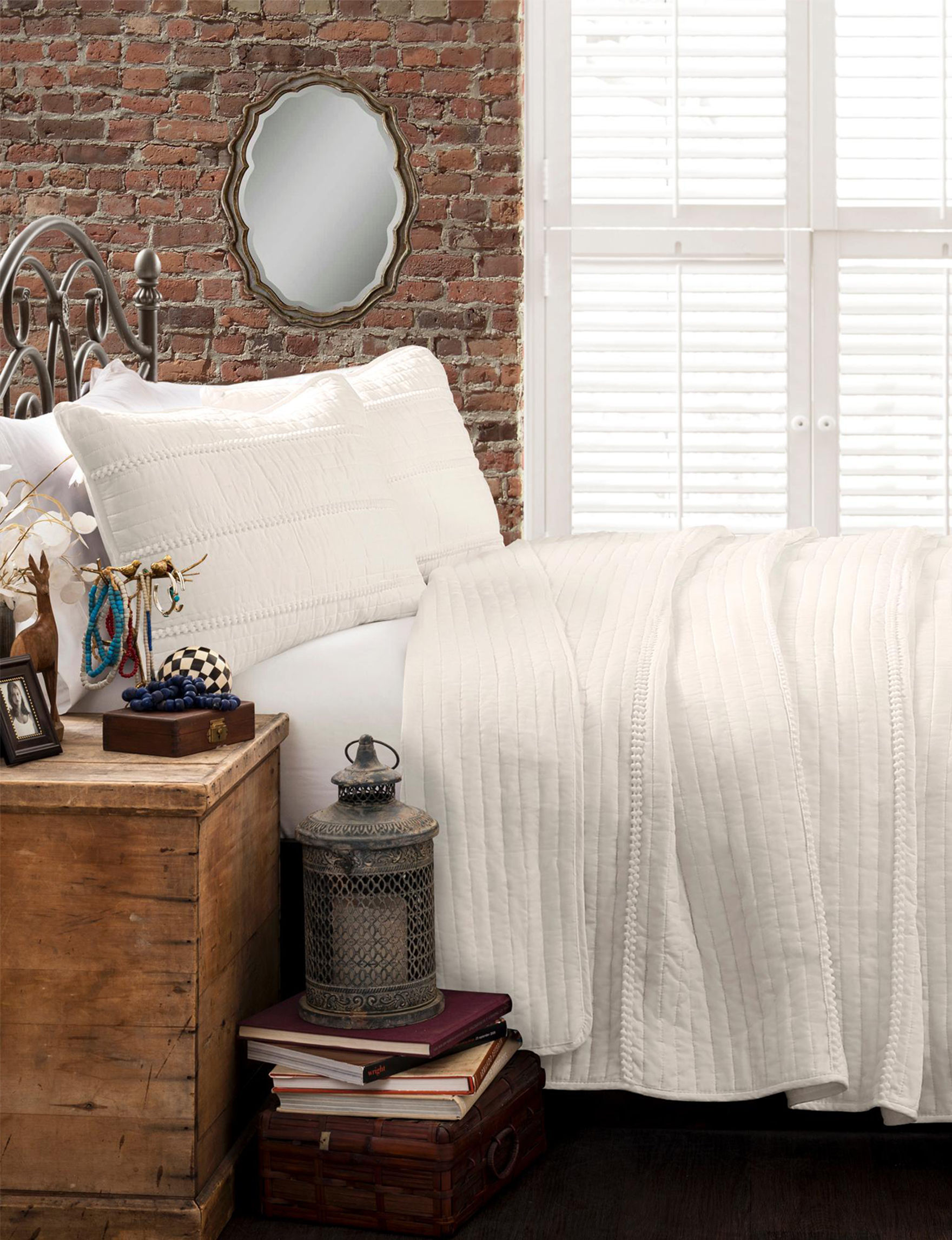 Lush Decor White Quilts & Quilt Sets