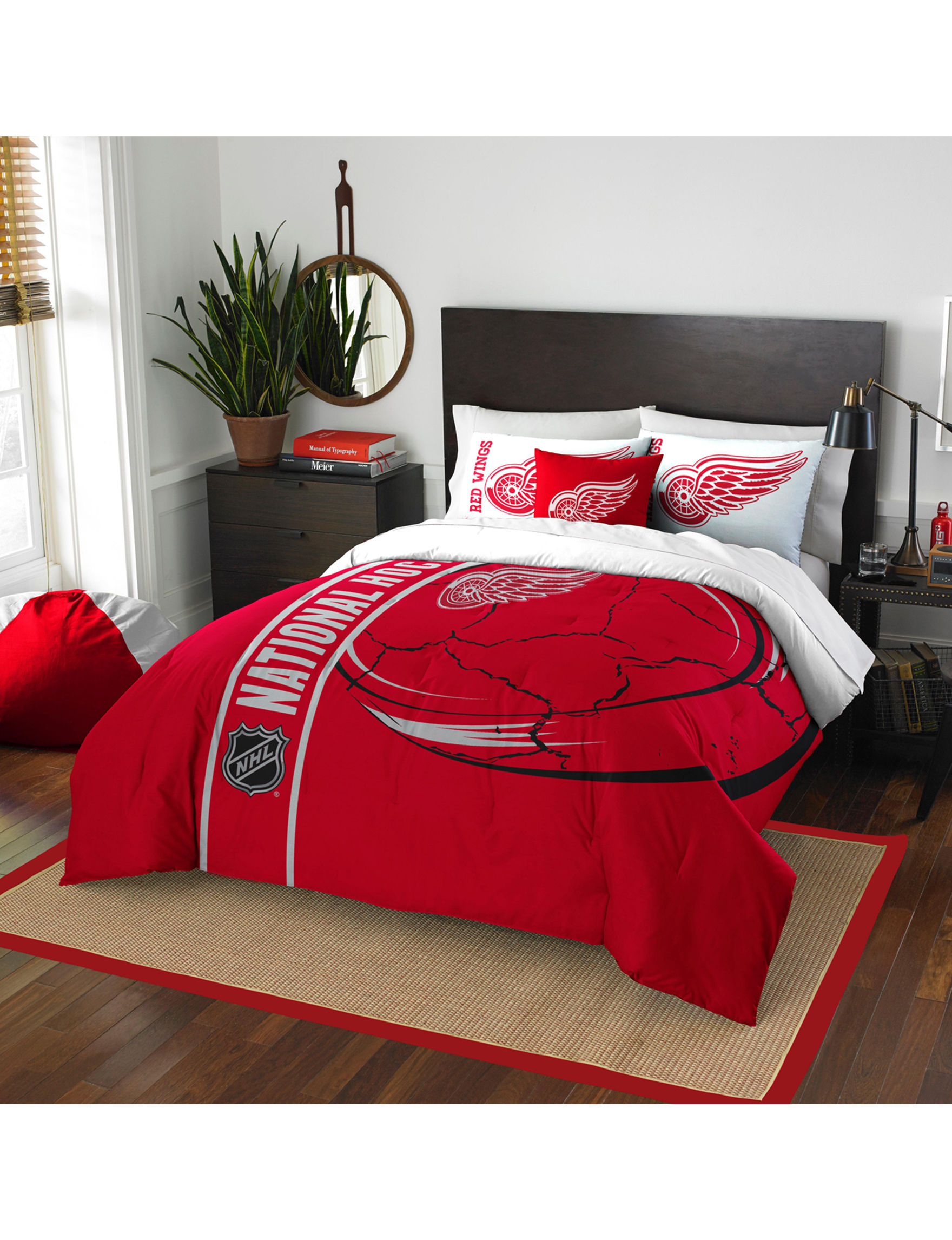The Northwest Company Red / White Comforters & Comforter Sets