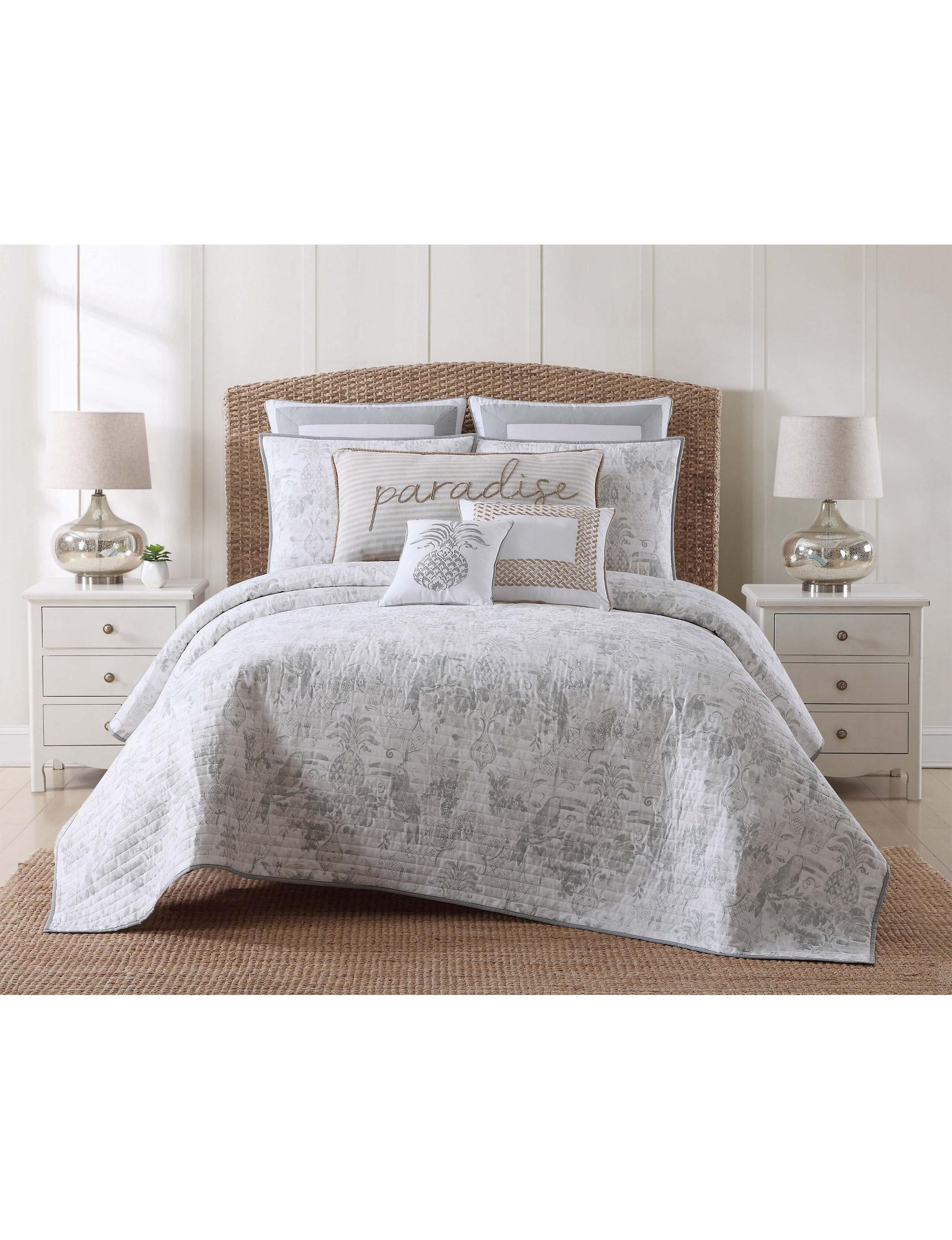 Oceanfront Resort Grey / White Quilts & Quilt Sets