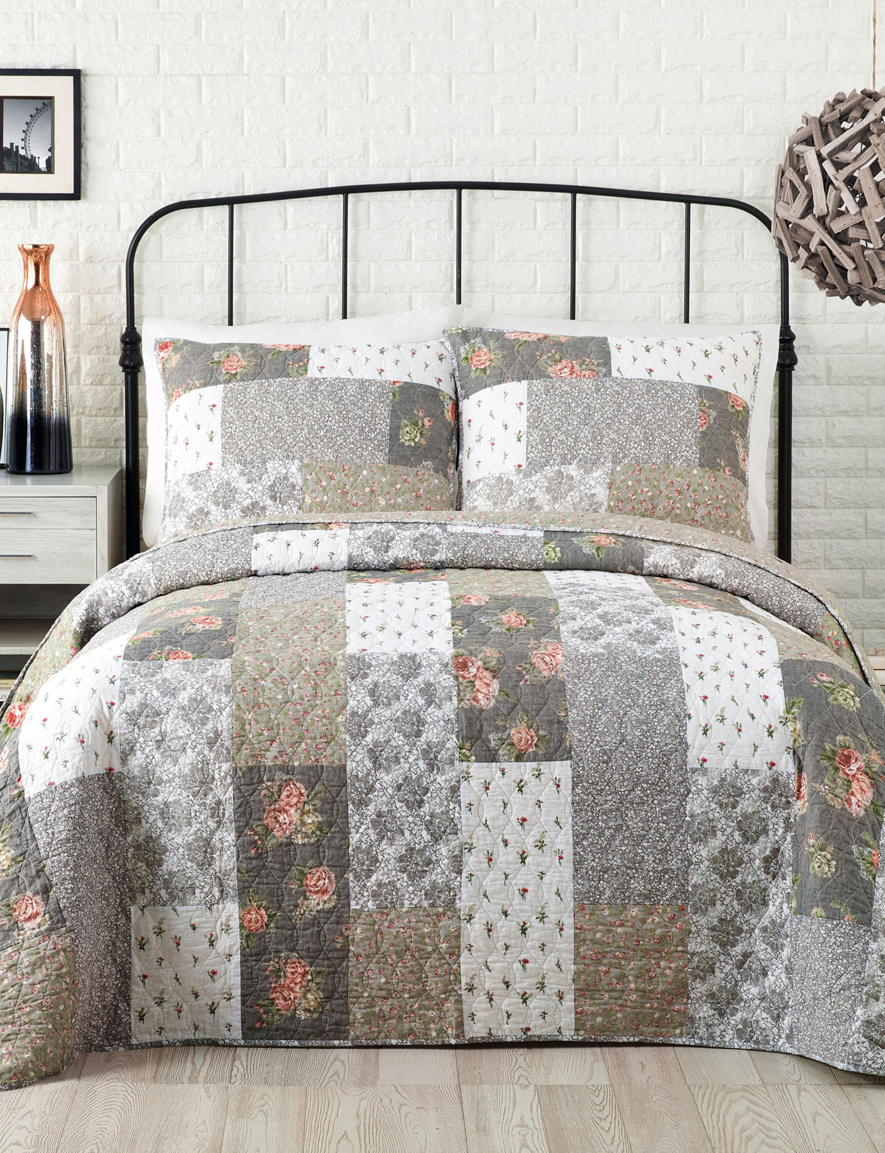 Jessica Simpson Grey Multi Quilts & Quilt Sets