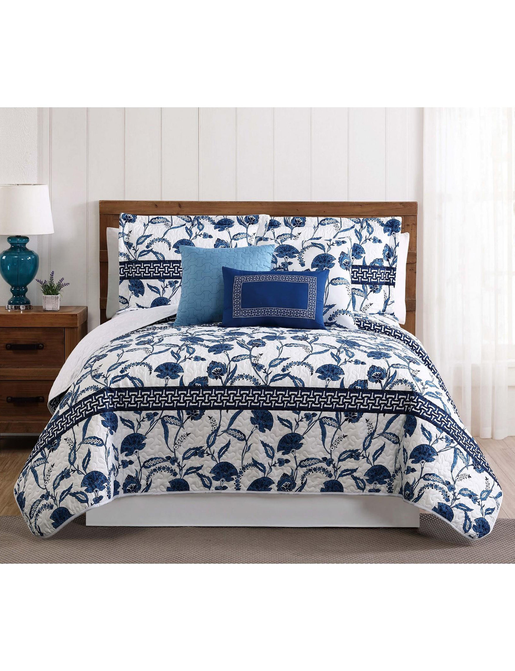Style 212 White / Blue Quilts & Quilt Sets