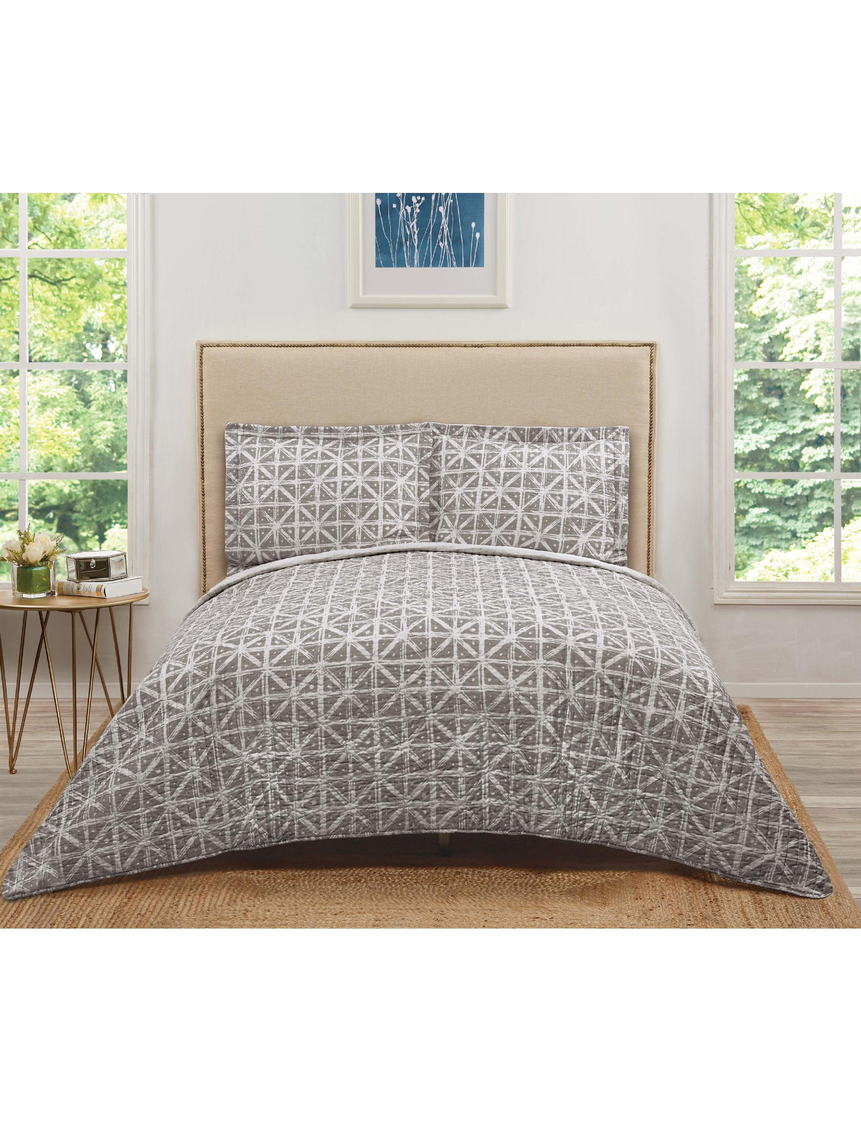 Truly Soft Grey / White Quilts & Quilt Sets