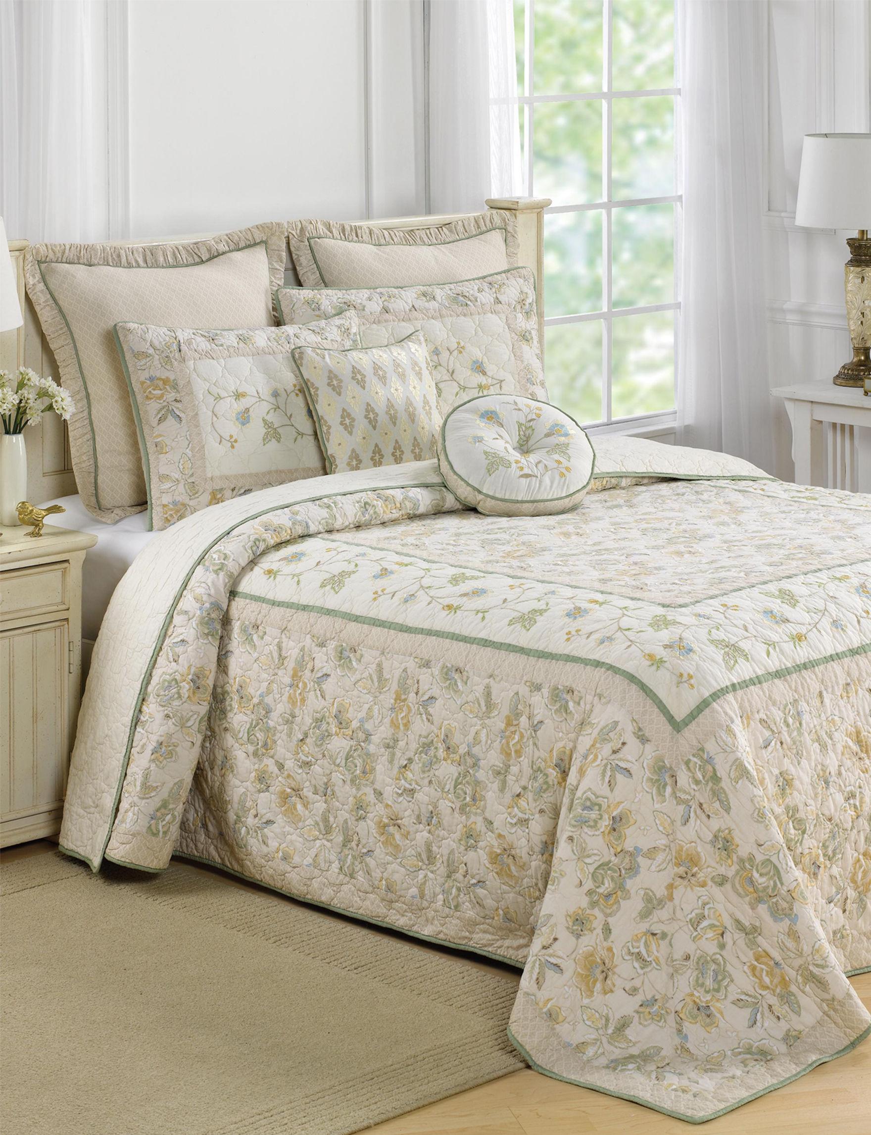 Nostalgia Home Cream Quilts & Quilt Sets