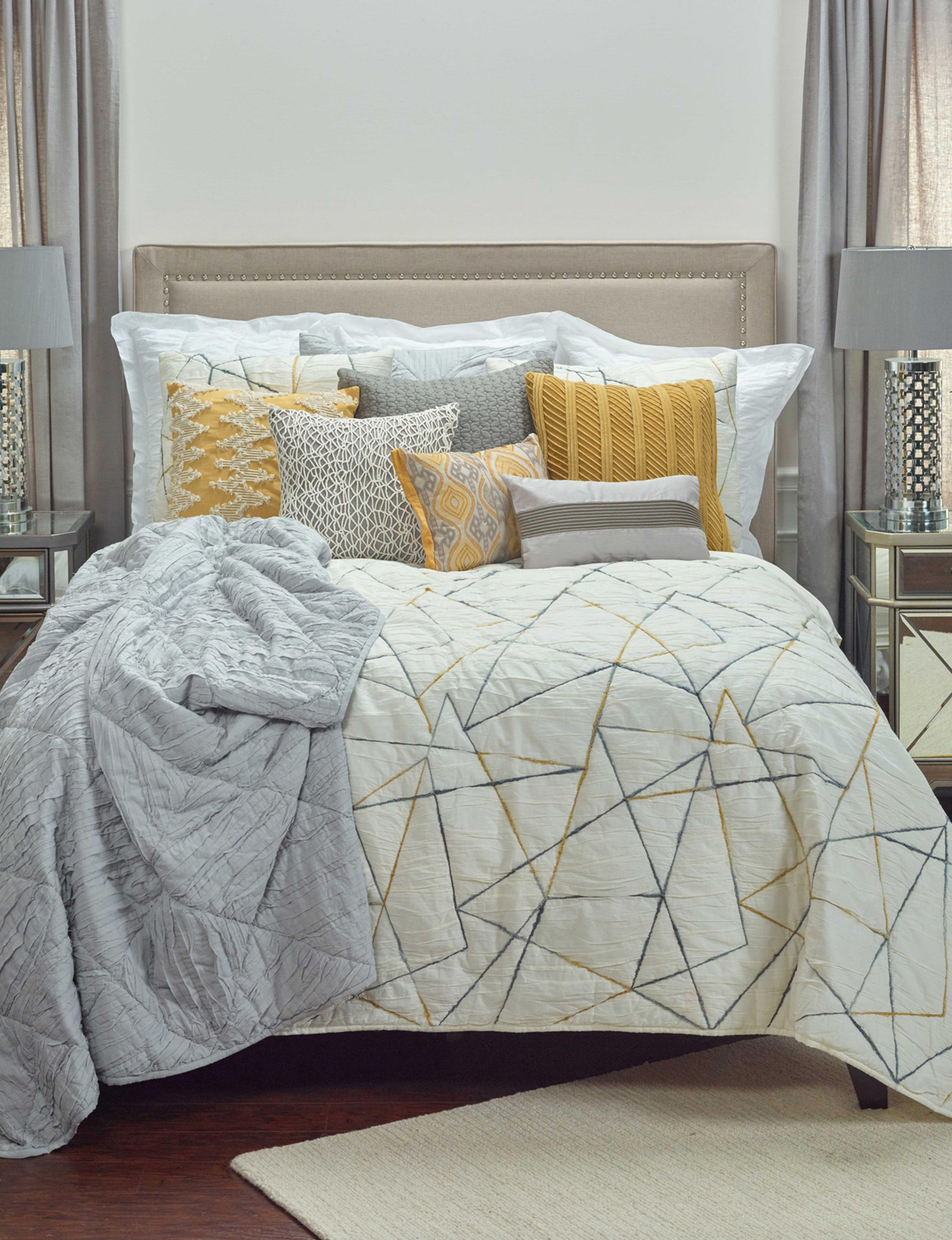 Rizzy Home Ivory Quilts & Quilt Sets