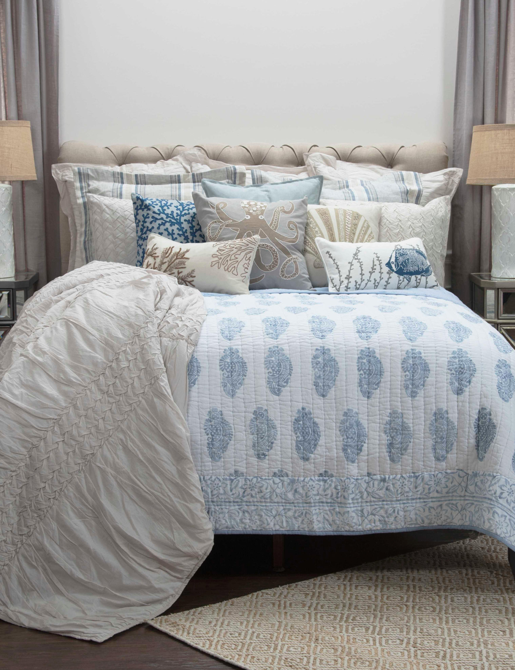 Rizzy Home Blue / White Quilts & Quilt Sets