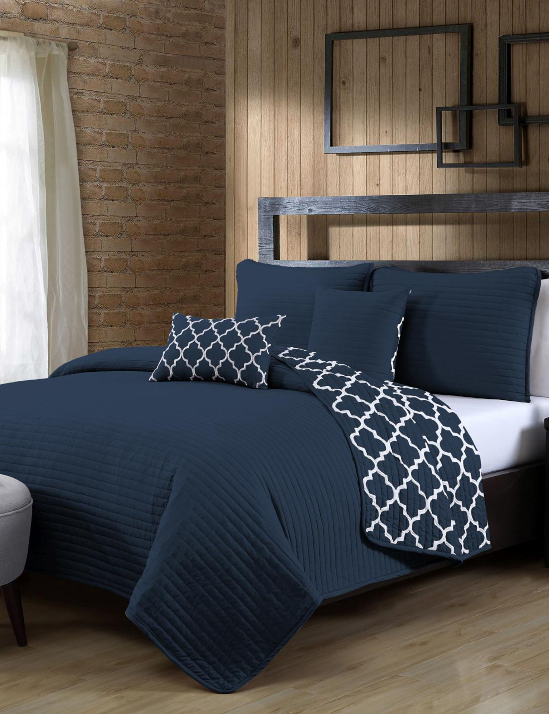 Avondale Manor Navy Quilts & Quilt Sets