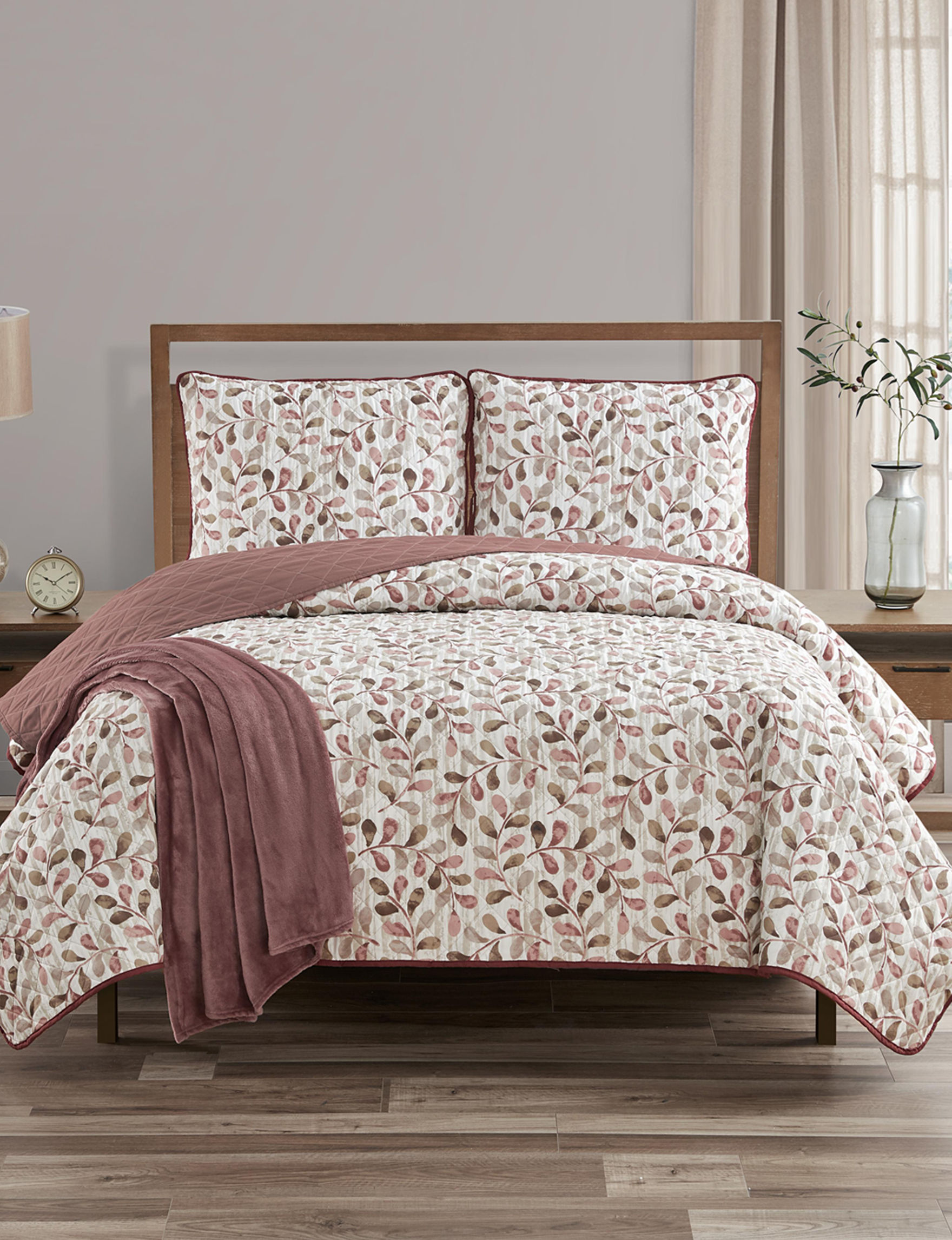 Jessica Sanders Brown / Red Quilts & Quilt Sets