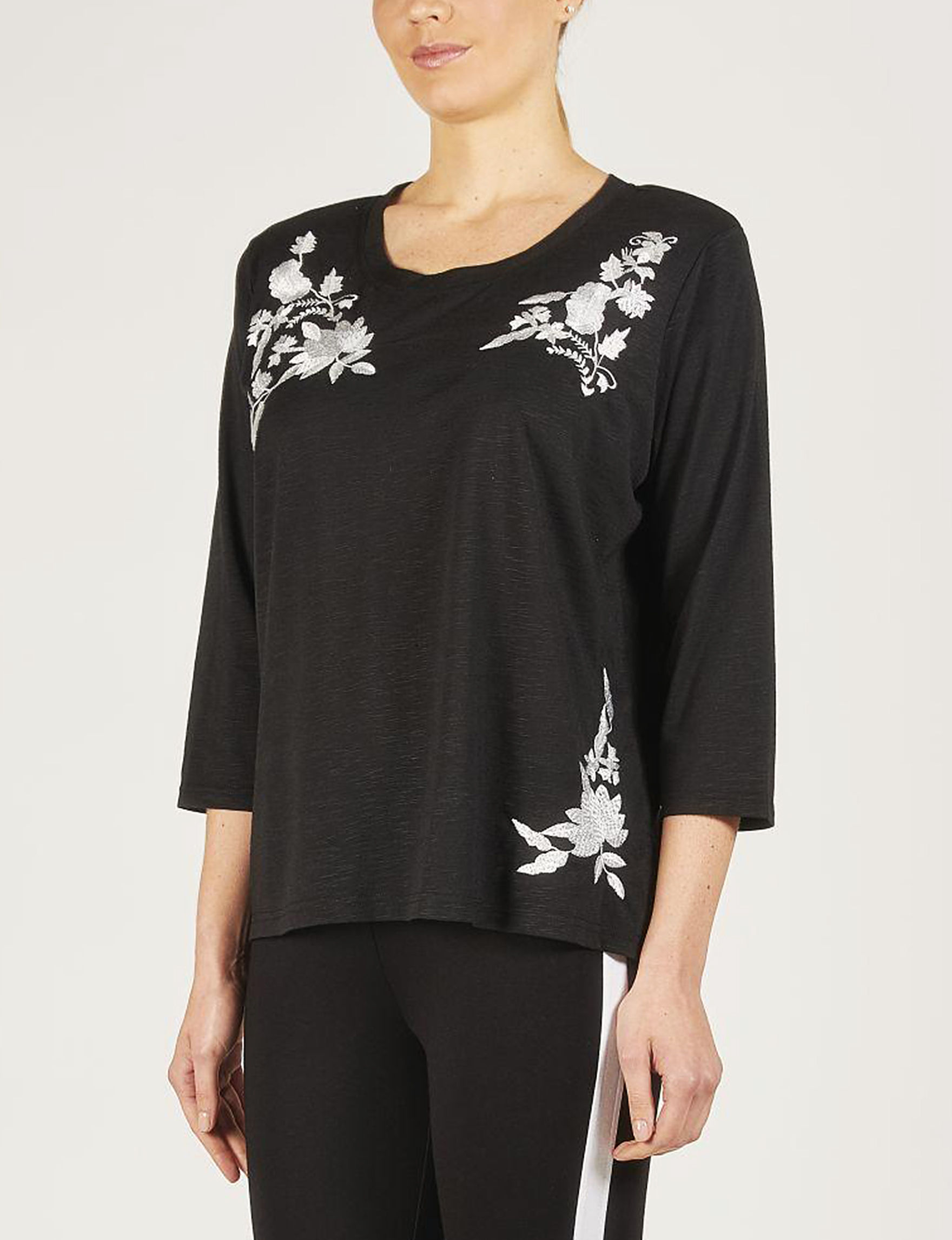 Skyes The Limit Black / White / Floral Shirts & Blouses