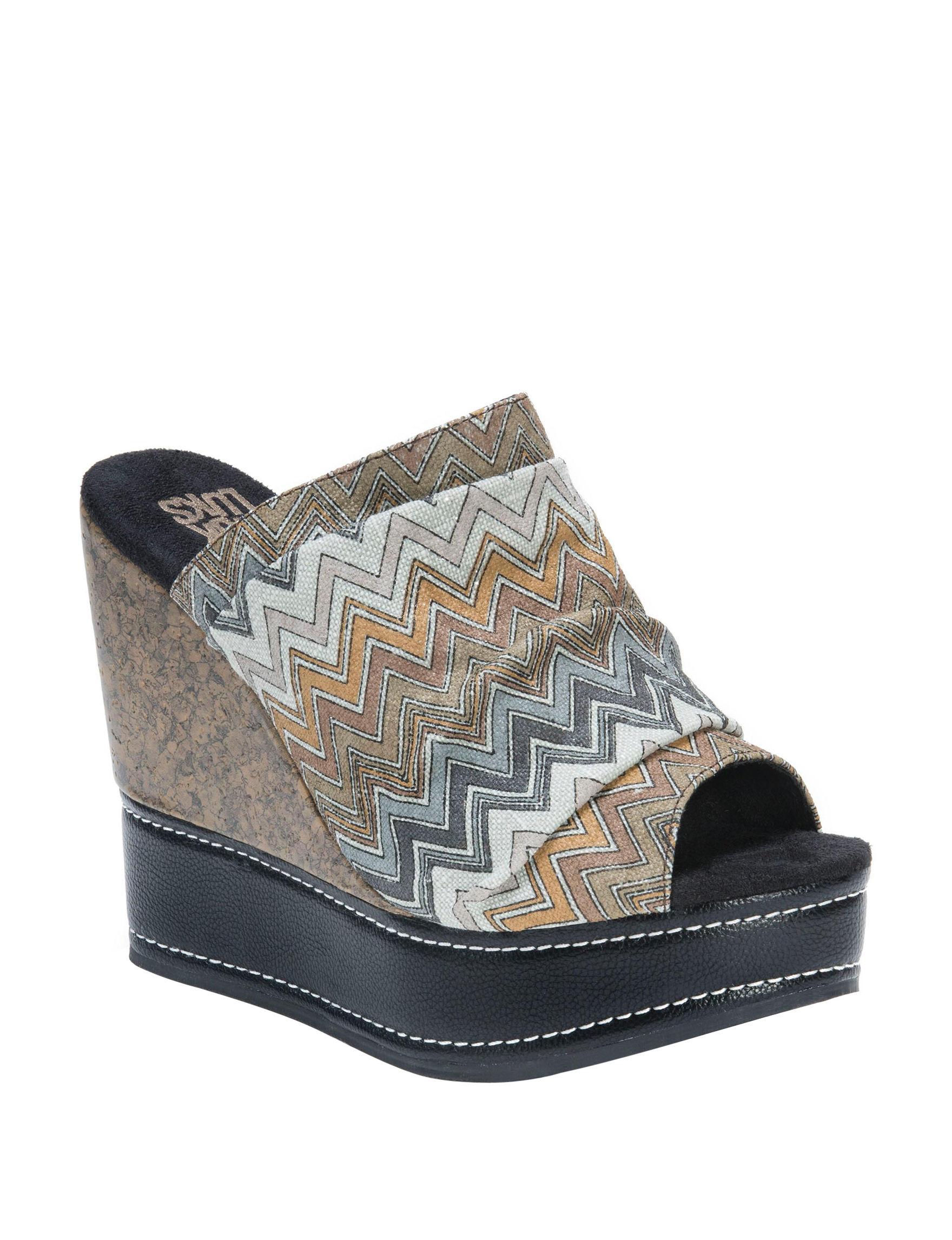 Muk Luks Grey Peep Toe Platform Wedge Sandals