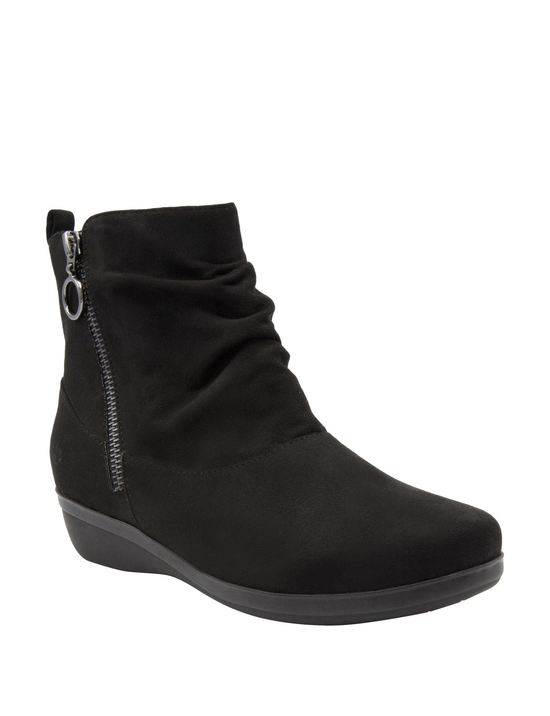 Gloria Vanderbilt Black Wedge Boots