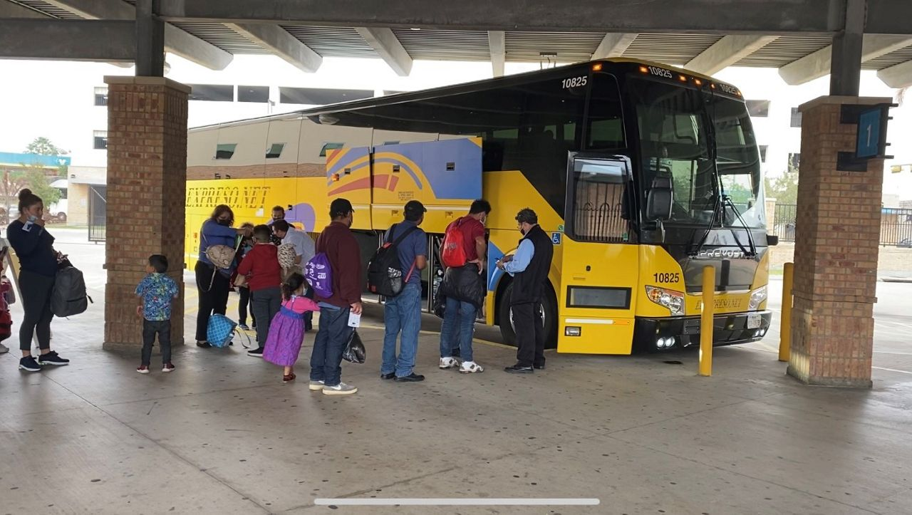 Migrants get on a bus in Brownsville to continue their journey. (Spectrum News 1)
