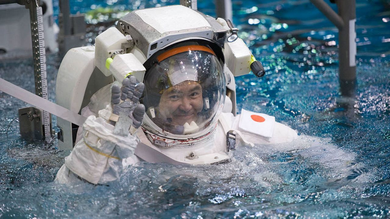 JAXA astronaut Akihiko Hoshide trains in NASA's Neutral Buoyancy Laboratory in January 2012, before taking part in Expedition 32 on board a Soyuz spacecraft. (NASA)