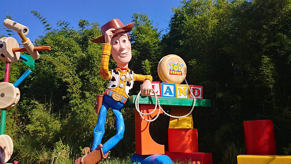 Woody greets visitors at the entrance of Toy Story Land. (Ashley Carter, staff)