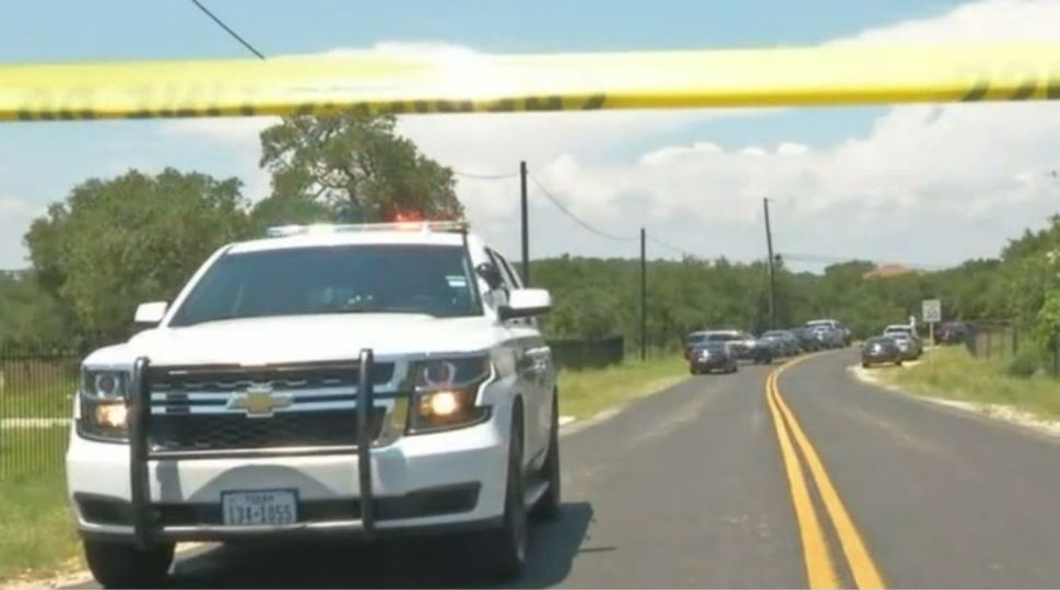 8 Teens Involved in Possible Car Theft, 1 Dead After Fleeing