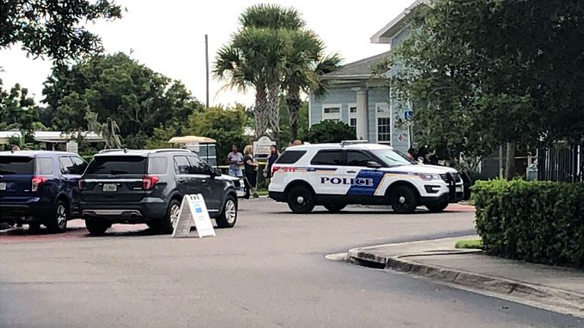 1 Dead 2 Hurt In Orlando Apartment Shooting