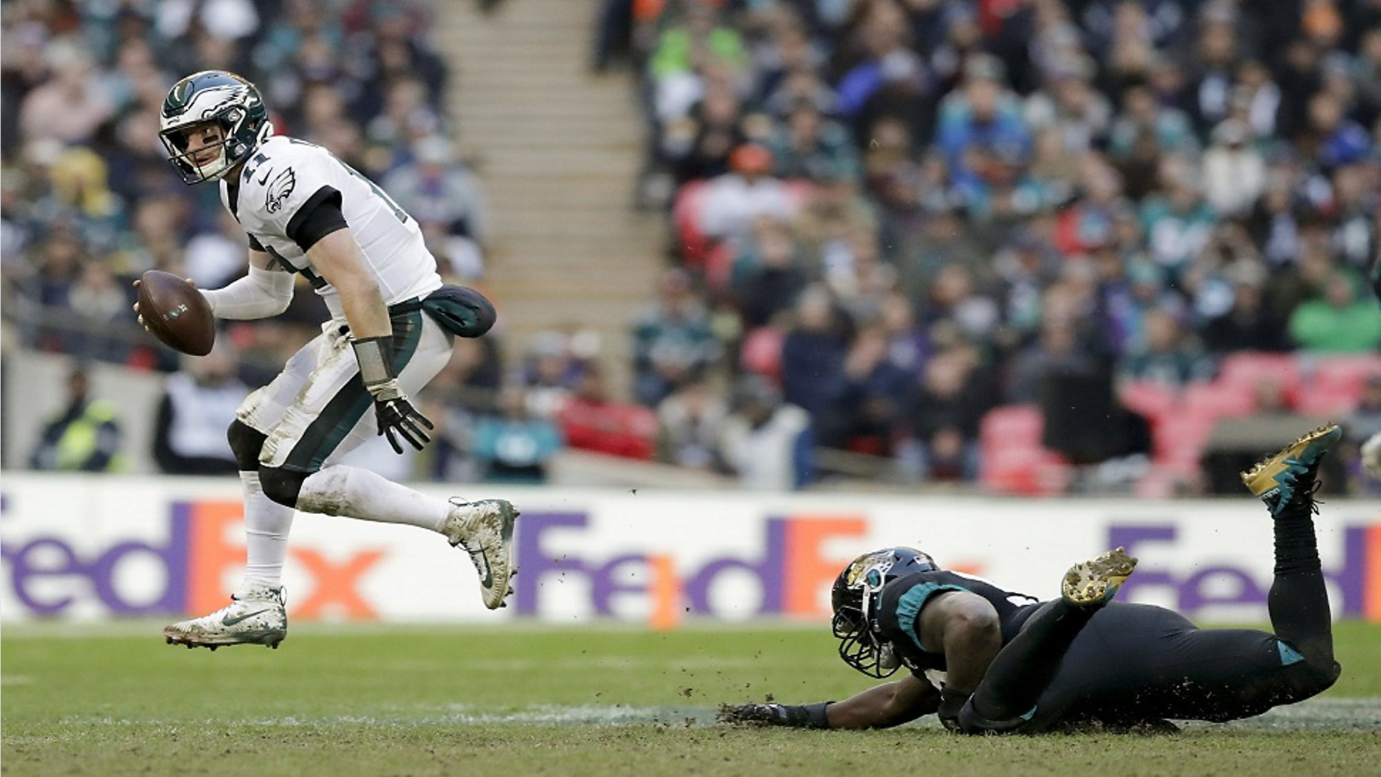 899e6ec1077 Philadelphia Eagles quarterback Carson Wentz (11) skips out of an attempted  tackle in the