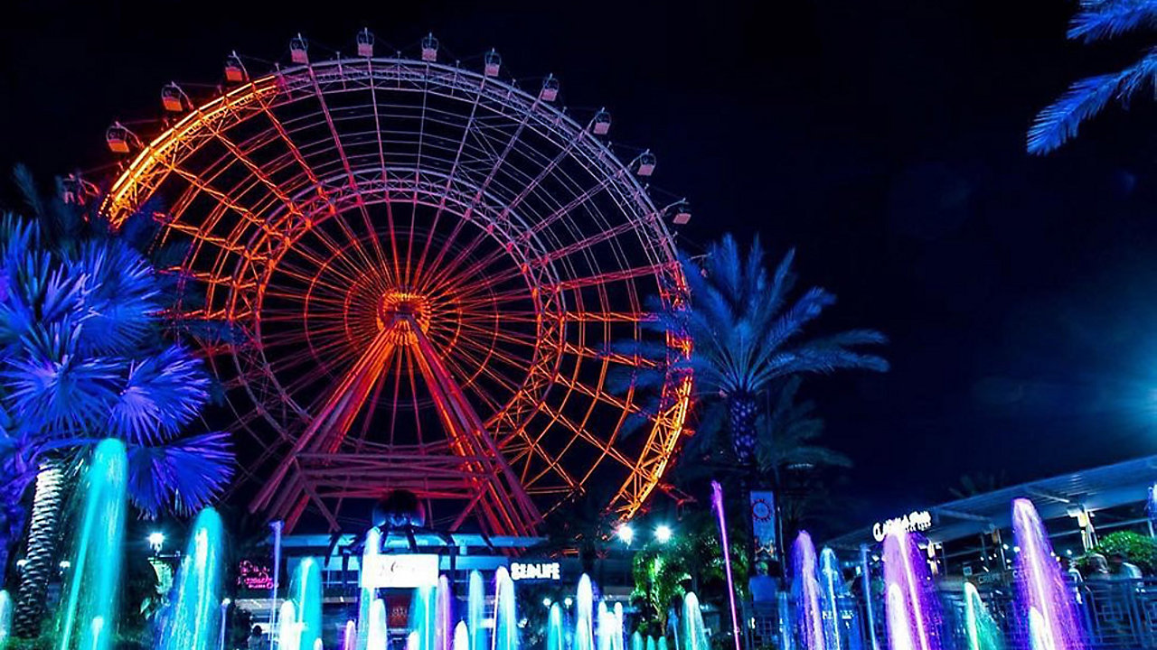 ICON Orlando, the 400-foot observation wheel, will put on a nightly Halloween light show. (Courtesy: ICON Orlando 360)